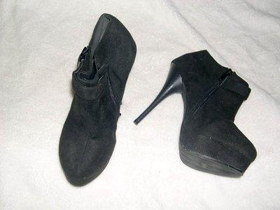 @╮全面淨空大特賣╭@八十一元亂亂標~~黑色亮麗時尚高跟鞋