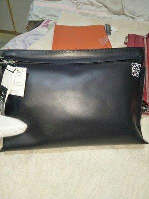 (售出)全新Loewe T pouch 黑色手拿包
