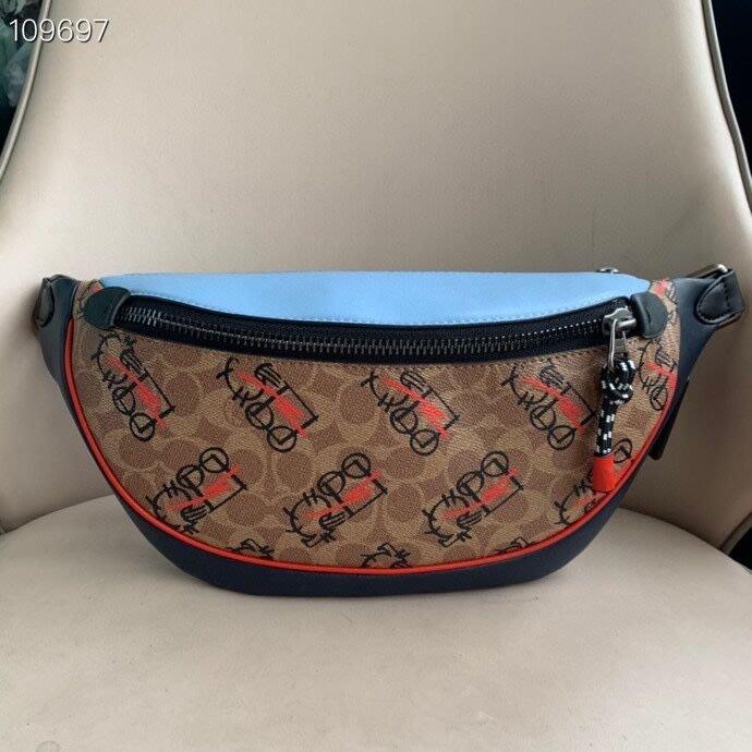 美國名品折扣店~ 特賣 COACH 4591 RIVINGTON 腰包 新款抽象馬車圖案男胸包 前後斜背包