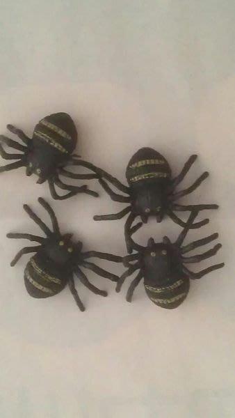 小猴子玩具鋪~~ 整人必備商品~保證嚇一跳唷~仿真蜘蛛(一組2隻)售價:10元/組