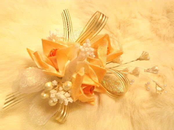 B. & W. world *美美的花飾*R13216***淺橘、白色婚紗玫瑰花飾**多用途 **