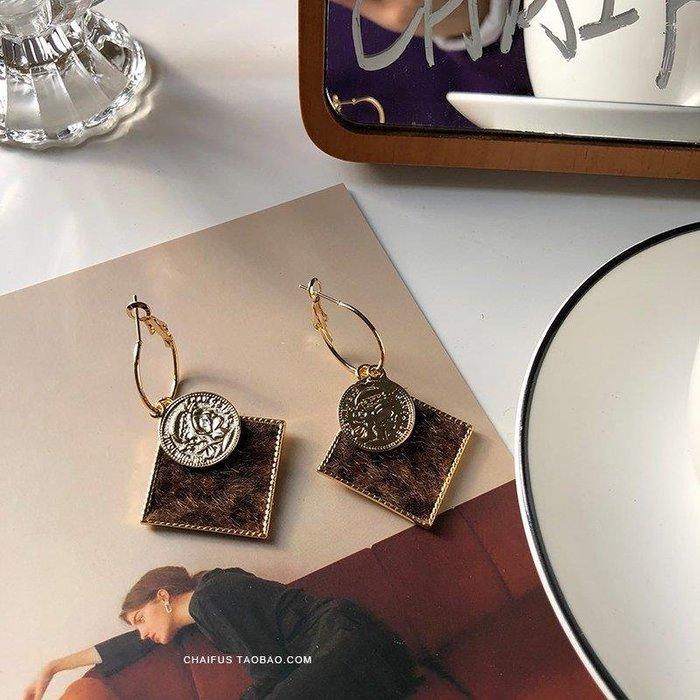 ZIHOPE 配飾耳環項鏈戒指阿柴 E476韓國東大門同款S925銀針方形幾何豹紋人頭像復古耳環ZI812