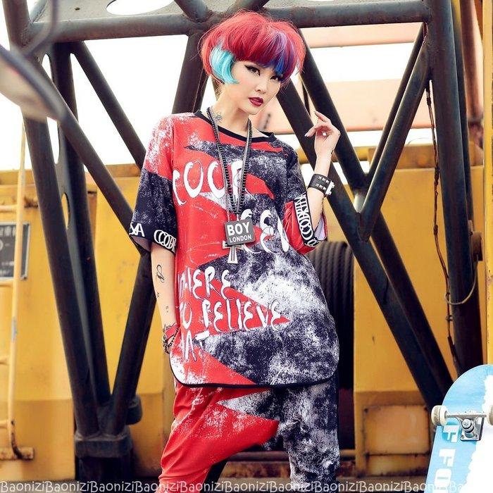 街頭時尚 寬鬆大碼 塗鴉字母 潮T T恤 短袖上衣 運動衫 圓領上衣 8812 Baonizi 寶妮子