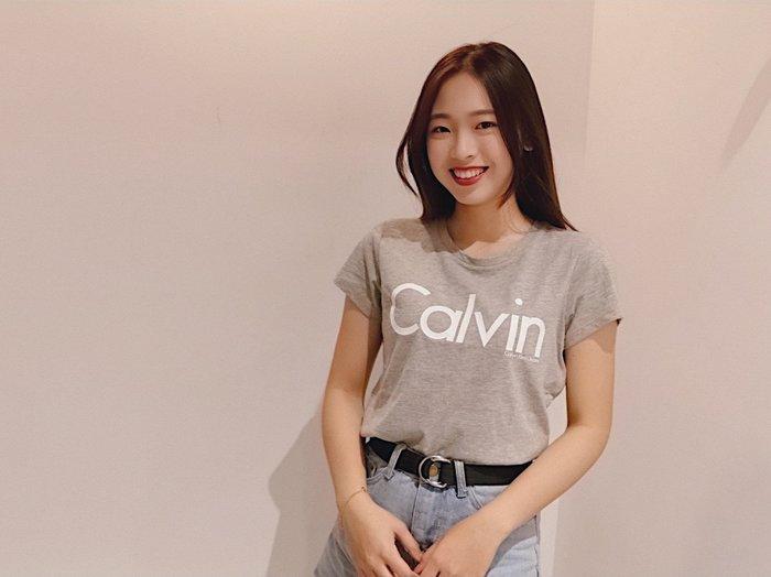 【蟹老闆】Calvin Klein CK 保證真品 LOGO 膠條字體 女生短袖 灰色