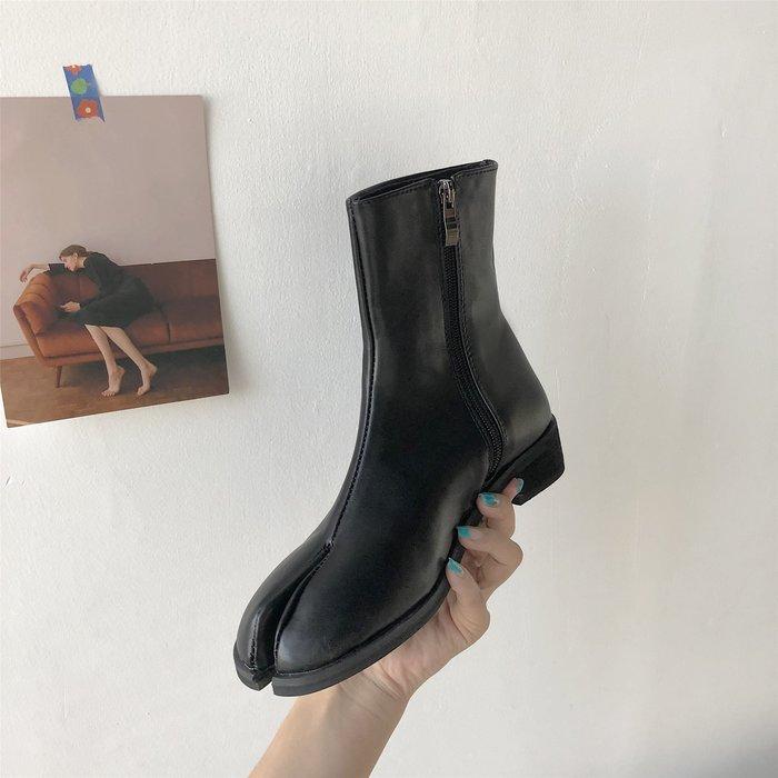 馬丁靴女英倫風2019新款百搭粗跟分趾鞋短靴春秋單靴網紅瘦瘦靴子  衣品居 YPJ