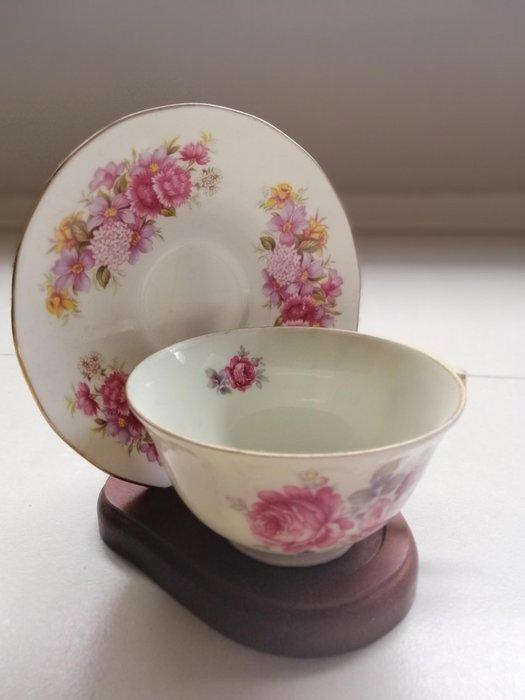 英國進口 骨瓷杯經典玫瑰花 下午茶 點心盤 咖啡杯組 ~~名門貴族~~,品牌如圖所示。盤子+杯子+架子一起出售