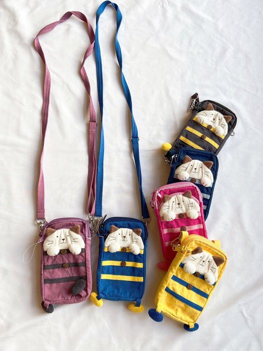 日本卡拉貓~條紋貓雙拉鍊手機包 迷你斜背