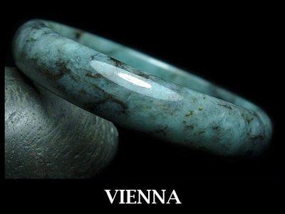 《A貨翡翠》【VIENNA】《手圍19.6/14mm版寬》緬甸玉/冰種夢幻藍綠飄花墨/玉鐲/手鐲S+007