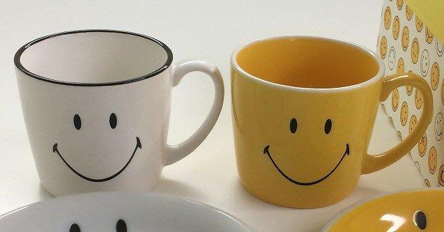 《散步生活雜貨-廚房散步》日本製 Smile Face 笑臉圖案 馬克杯 - 兩色選擇