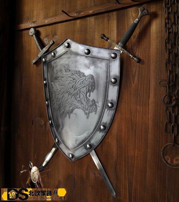 DS北歐家飾§loft工業風 古羅馬盾牌戰狼雙劍壁飾掛飾 玄關壁掛酒吧仿舊復古美式鄉村 中世紀帝國 設計創意裝潢個性風格