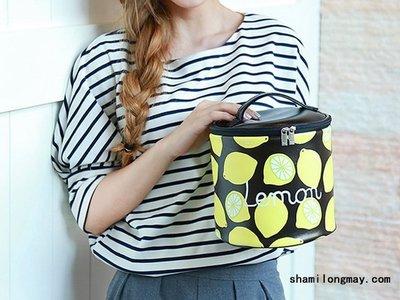 HAPPY+【V5307】新品小包包 夏日水果圓筒手拎收納包 PU皮革化妝包女包 無印良品