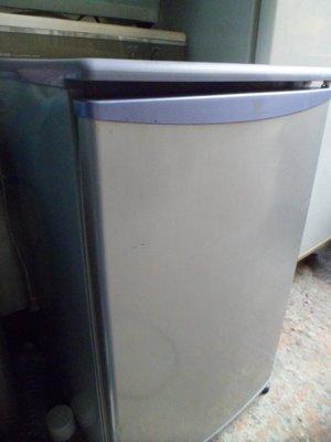 單門小冰箱修改自動除霜不會再搓破刺破戳破洞修補洞溫度開關無法冷了不能啟動沒有結冰壓縮機漏灌冷媒全新中古壞掉故障維修理回收