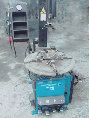 中古拆胎機 HOFMANN 3300有風暴 最大可拆24吋輪胎 可加裝輔助臂