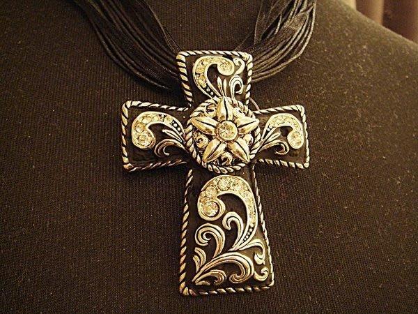 清倉大降價!全新,美國帶回 Shemoni Jewellery 十字架鑲水晶墜子項鍊,低價起標無底價!本商品免運費!