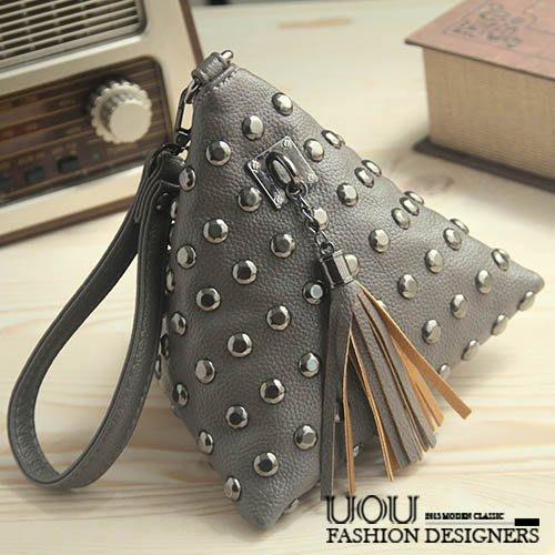 *UOU精品*歐美時尚mini小包三角包手提包鉚釘流蘇手機包(附手拿帶)。3色【T133】