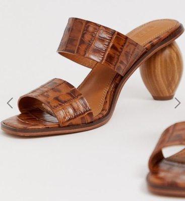 英國流行時尚品牌 咖啡色鱷魚皮質感橢圓形木頭中跟露趾穆勒鞋 Croc leather oval heeled mules