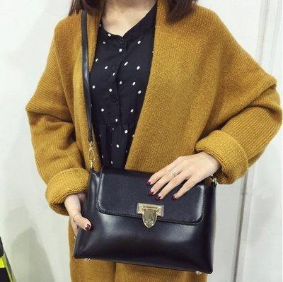 【Miss 小Q】女包 信封包 郵差包 扣子包 小方包 小包 側背包 滾筒包 質感黑包 女包 KOREA