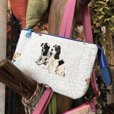 手作 藍色狗狗斜背包 三層包 化妝包 收納包 證件包  手機包 萬用包  手拿包 迷你包  [玩泥巴]