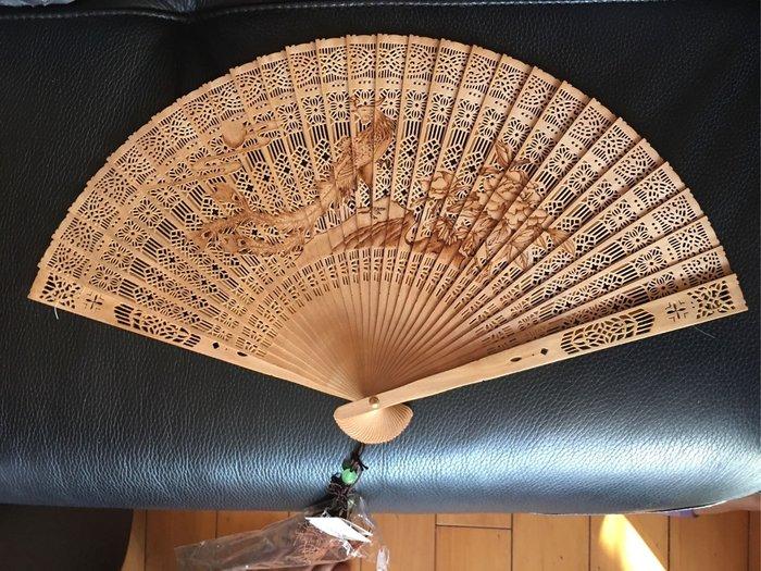 全新~~*蘇州如意蘇工扇檀香扇子折扇~~檀香木扇子~古風鏤空扇~~明天8月22日萊爾富免運費