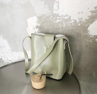SeyeS  時尚設計感簡約大容量百搭扣帶水桶子母包