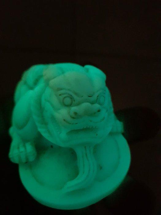 夜光石貔貅超威猛夜明珠北極光靈獸再起精品之作雕工細膩重323g沉穩帶皮夜光石亮度極好手上把玩更有感