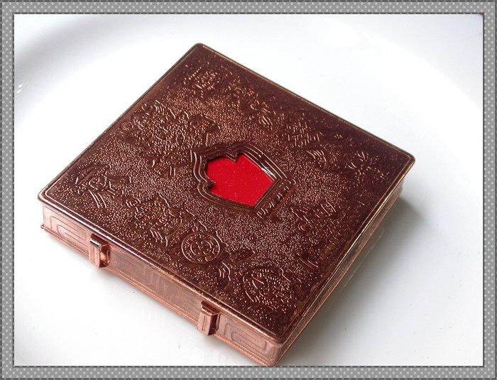 【雅之賞|佛教|藏傳文物】*特賣*紅銅 8.8*8.8cm八吉祥圖案 嘎嗚盒~Q609