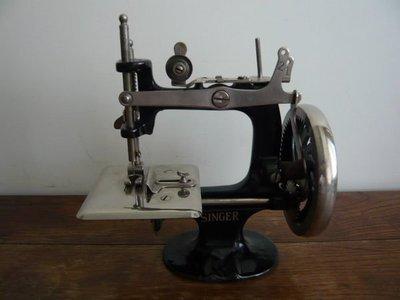 美國1930年SINGER Sewing MACHINE 迷你型手搖式縫紉機