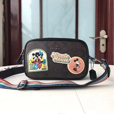 琳精品@COACH  31349 28344 新款迪士尼米老鼠徽章刺繡斜挎包 雙層相機包 彩虹亮粉背帶側背包