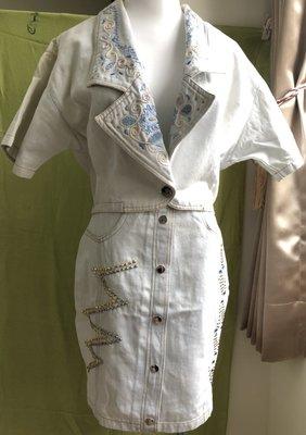 【龍柏】專櫃淡淺藍色刺鏽精緻珠飾點綴牛仔套裝