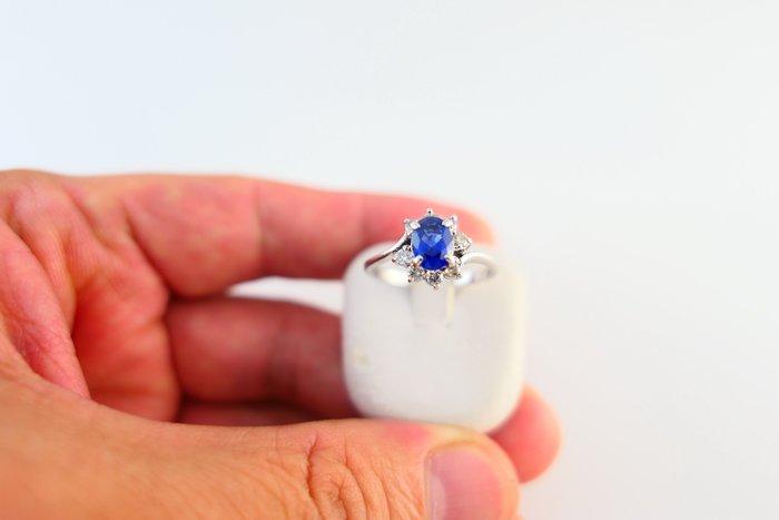 [吉宏精品交流中心]1.12克拉 錫蘭 天然藍寶石 天然鑽石 白K金 造型 戒指(附證書)