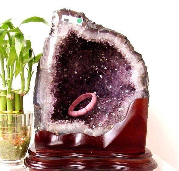 小風鈴~超人氣天然巴西小金型紫晶洞共生鈦晶. 重11.7kg! 贈底座!洞又深又寬!