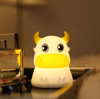 呆呆牛創意兒童禮品七彩led矽膠小夜燈臥室床頭臺燈USB充電拍拍燈家居場燈伴睡燈