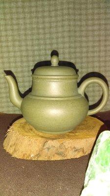 早期紫砂壺—高頸線圓款式壺,泥料:本山綠泥,獨孔出水,容量約100CC