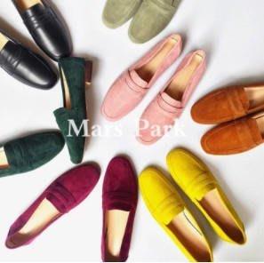 初見  專櫃質感 真皮單鞋色彩翻皮圓頭平跟樂福鞋 34-39 碼 柔軟舒適豆豆鞋 初見