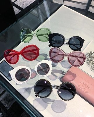 Chanel A71199 glass...