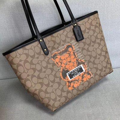 【小怡代購】 全新 COACH  76651 新款女士托特包 暴力熊系列單肩包 購物袋 拉鏈封口 大容量 超低直購