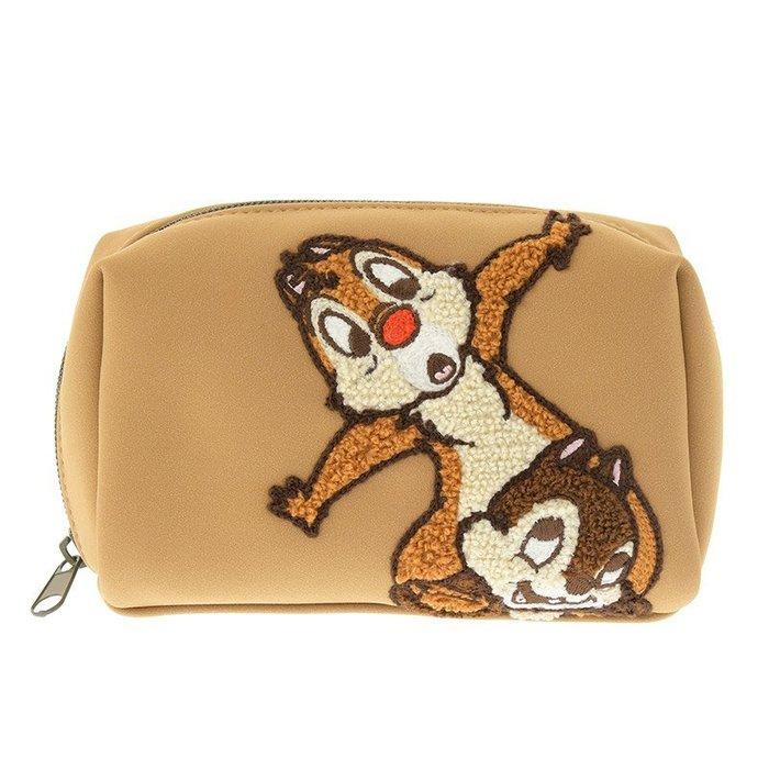 迪士尼Disney《現貨8折》奇奇蒂蒂 高質感刺繡合成皮革拉鍊式大容量化妝包~日本正品~心心小舖