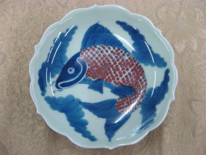 (康熙盛世)(早期收藏瓷盤)f682-- @青花釉裡紅鯉魚如意盤....1888元起標