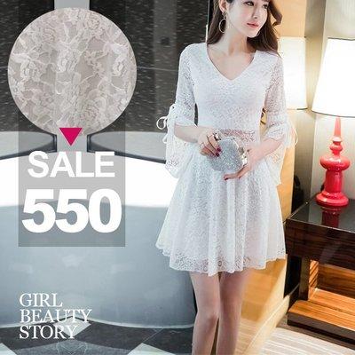 超哥小舖【D8130】現貨V領喇叭中袖滿版蕾絲雕花鏤空透視縮腰修身連身裙洋裝