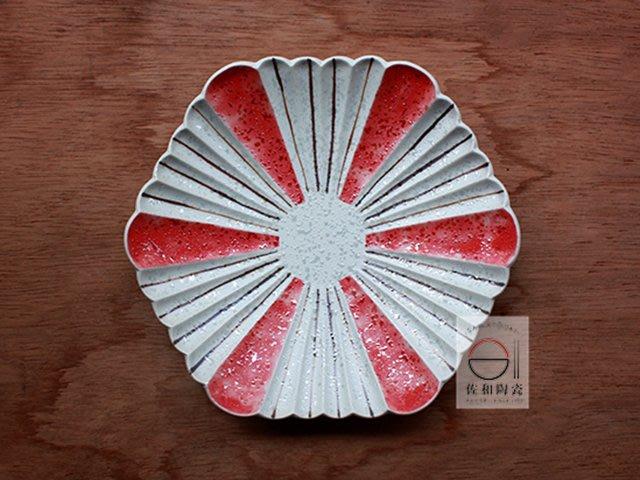 +佐和陶瓷餐具批發+【XL07077-2紅雪釉菊形6皿-日本製】日本製 造型皿 菊型盤 刺身 日式料理 前菜 特色和食