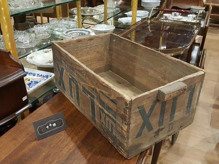 【卡卡頌 歐洲跳蚤市場/歐洲古董】歐洲老件_老麗仕 香皂 廠記 古董老木箱 空間布置 裝飾 圓藝 w0121✬