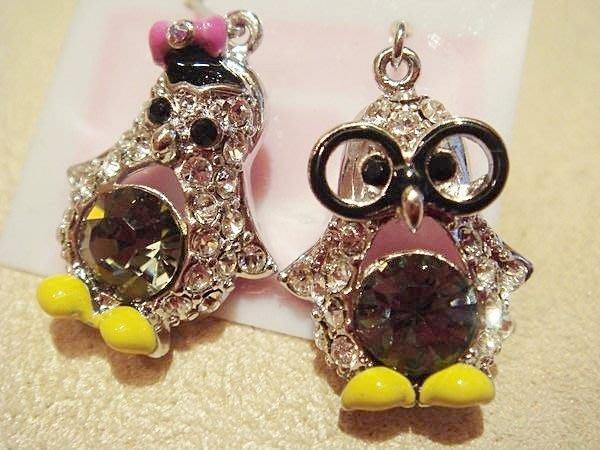 全新從未戴過,可愛兩邊不同造型企鵝穿式耳環,質感很好喔!低價起標無底價!本商品免運費!