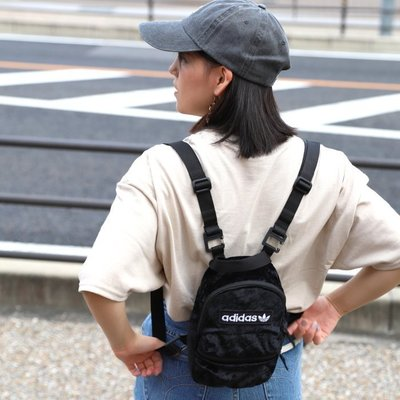 ADIDAS ORIGINALS MINI 黑色 絨毛 背包 書包 小背包 後背包 ED5872 愛迪達 請先詢問庫存