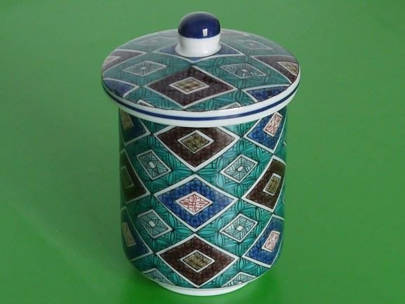 九谷燒菱格紋飾蓋杯(青郊窯)