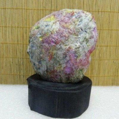 天然 花東七彩玉原礦 重量含底座1048公克