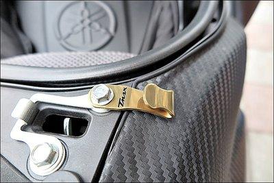 【貝爾摩托車精品店】YAMAHA TMAX 530  白鐵鍍金安全帽掛勾 車廂掛勾 雷雕TMAX字樣 先詢問有無現貨