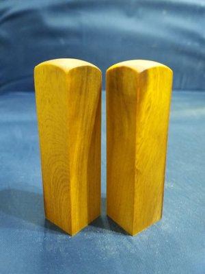 台灣檜木6分印章 (黃檜、閃花)7*1.8cm正方 1對350元~g15