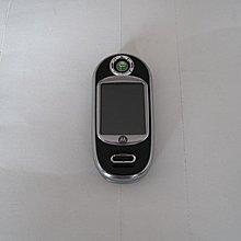 超炫旋轉銀幕Motorola V80 功能強大不容忽視 手指一彈隨即開蓋 特殊的情境燈光包覆全機身