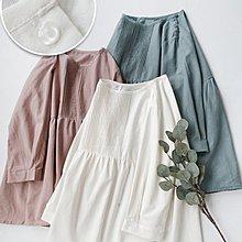 Joyce‧W~*【T2122505】☆☆預購。日系。森系肩膀紐扣設計細膩風琴褶純棉襯衫。3色