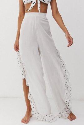 英國度假風時尚流行品牌 白色黑色圓點荷葉邊側邊咖開岔透風海邊休閒長褲beach trouser in polka dot